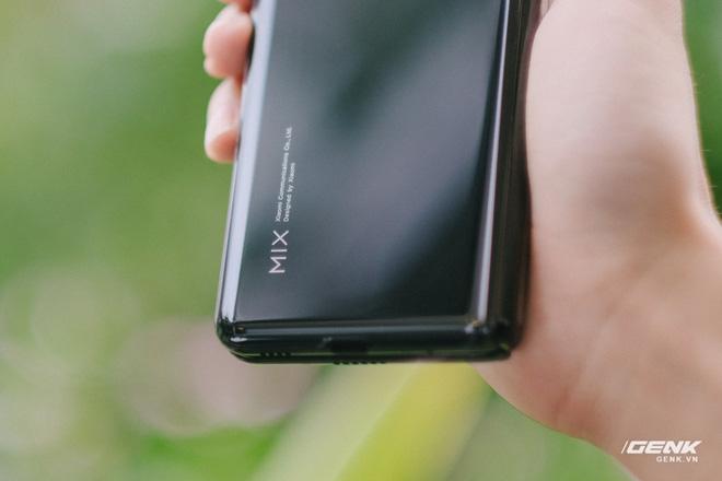 Trên tay Xiaomi Mi MIX Fold tại VN: Smartphone màn hình gập đầu tiên của Xiaomi có gì hấp dẫn? - Ảnh 7.