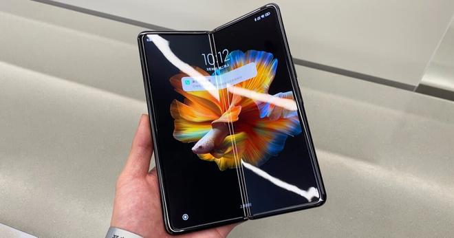 Xiaomi Mi MIX Fold sống sót sau 400.000 lần gập, có thể tồn tại trong vòng 10 năm - Ảnh 1.