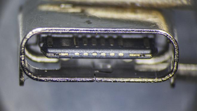 So sánh đầu nối USB-C loại 1 nghìn đồng và 5 nghìn đồng dưới kính hiển vi: đắt hơn gấp 5 nhưng chất lượng có hơn tương xứng? - Ảnh 5.