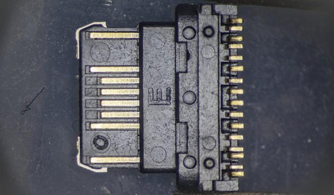 So sánh đầu nối USB-C loại 1 nghìn đồng và 5 nghìn đồng dưới kính hiển vi: đắt hơn gấp 5 nhưng chất lượng có hơn tương xứng? - Ảnh 11.