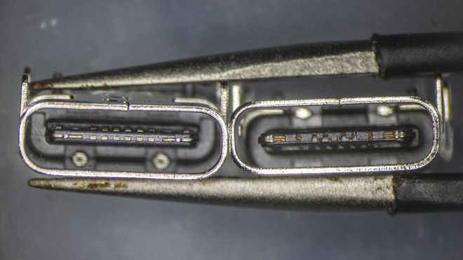 So sánh đầu nối USB-C loại 1 nghìn đồng và 5 nghìn đồng dưới kính hiển vi: đắt hơn gấp 5 nhưng chất lượng có hơn tương xứng? - Ảnh 4.