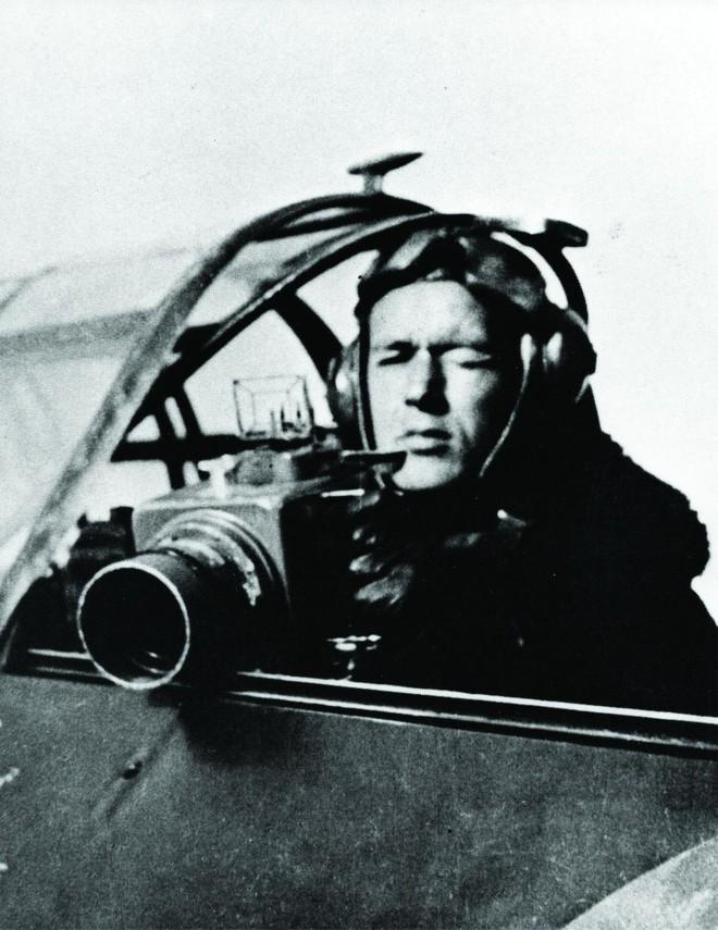 Hasselblad: Từ một cậu bé mê đắm các loài chim đến nhà chế tạo ra máy ảnh đầu tiên sử dụng trên Mặt Trăng - Ảnh 3.