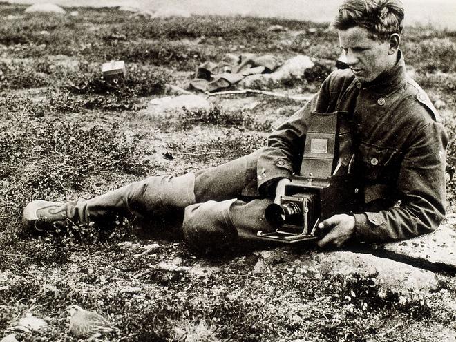 Hasselblad: Từ một cậu bé mê đắm các loài chim đến nhà chế tạo ra máy ảnh đầu tiên sử dụng trên Mặt Trăng - Ảnh 1.