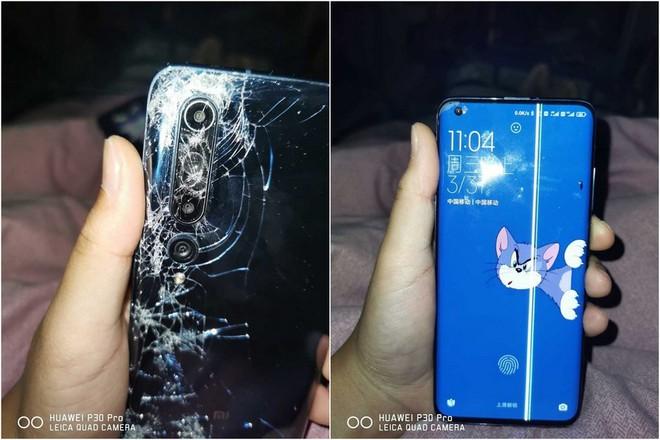 Xiaomi Mi 10 bị xe buýt chèn qua vẫn sống sót và hoạt động ngon lành - Ảnh 1.