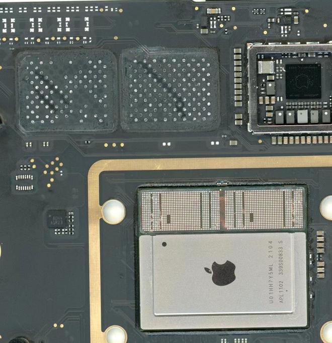 Không chịu để Apple hút máu, kỹ sư Trung Quốc tự tay nâng cấp RAM và SSD cho MacBook dùng chip M1 - Ảnh 4.