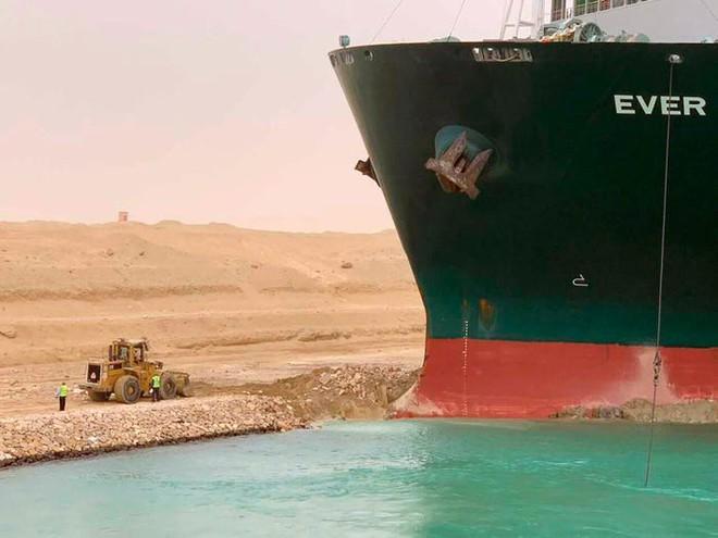 Tâm sự của thợ lái máy xúc trên kênh đào Suez: Cả thế giới như đang cười nhạo công việc của tôi - Ảnh 3.