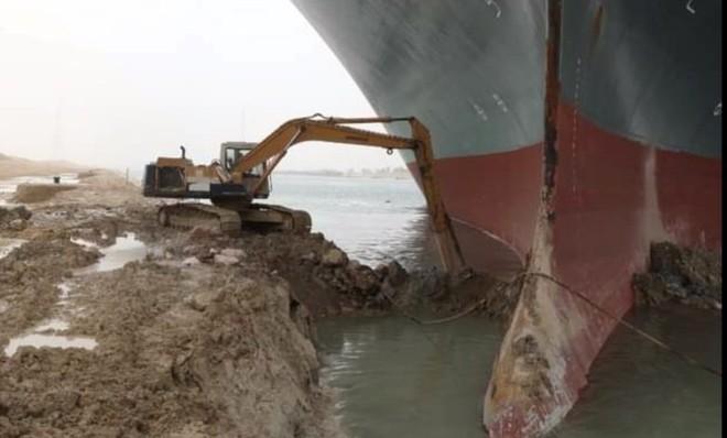 Tâm sự của thợ lái máy xúc trên kênh đào Suez: Cả thế giới như đang cười nhạo công việc của tôi - Ảnh 4.