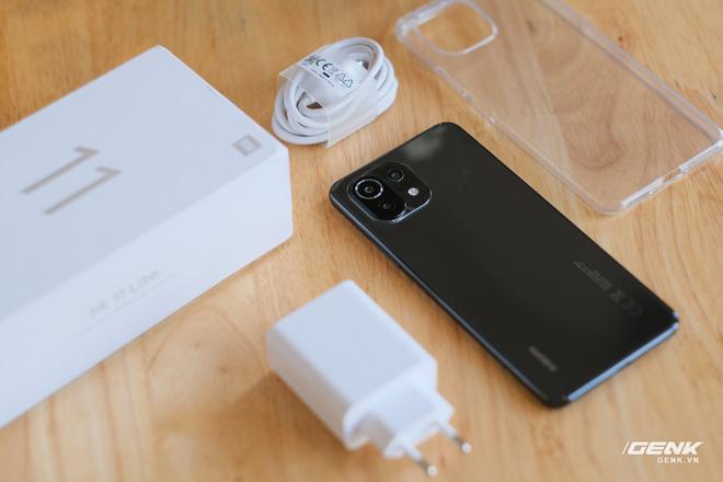 Trên tay Xiaomi Mi 11 Lite: Thiết kế cực mỏng nhẹ, có màn hình AMOLED 90Hz, Snapdragon 732G/780G, giá chỉ từ 6.9 triệu đồng - Ảnh 2.