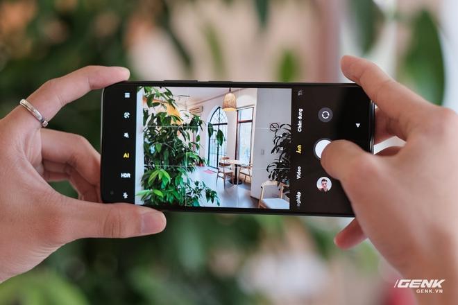Trên tay Xiaomi Mi 11 Lite: Thiết kế cực mỏng nhẹ, có màn hình AMOLED 90Hz, Snapdragon 732G/780G, giá chỉ từ 6.9 triệu đồng - Ảnh 7.