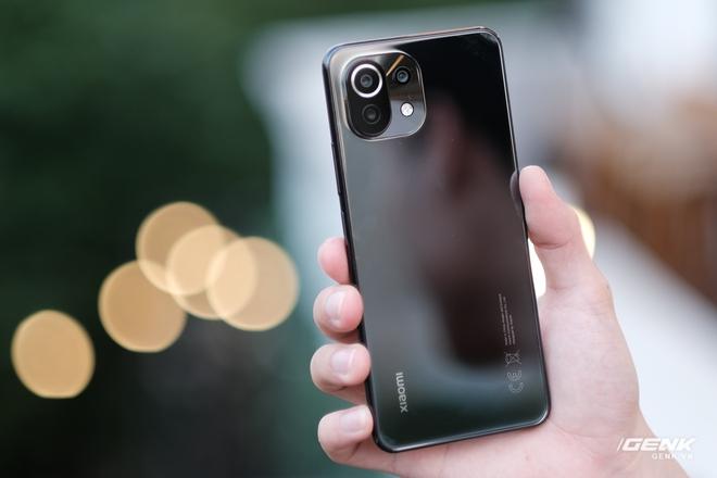 Trên tay Xiaomi Mi 11 Lite: Thiết kế cực mỏng nhẹ, có màn hình AMOLED 90Hz, Snapdragon 732G/780G, giá chỉ từ 6.9 triệu đồng - Ảnh 4.