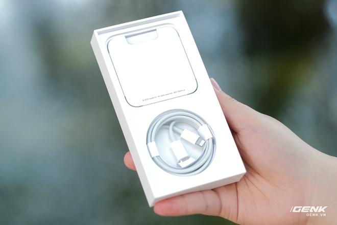 Trên tay iPhone 12 màu tím mộng mơ mới, giá chính hãng 22 triệu đồng - Ảnh 2.
