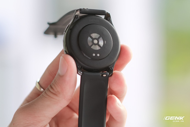 Trên tay và trải nghiệm nhanh OnePlus Watch: Thiết kế phổ thông, không dành cho người dùng nữ, có đo SpO2, pin 2 tuần, giá 4.2 triệu - Ảnh 11.
