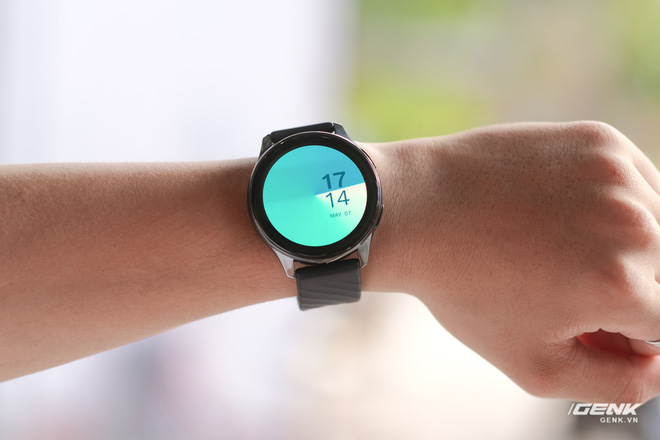 Trên tay và trải nghiệm nhanh OnePlus Watch: Thiết kế phổ thông, không dành cho người dùng nữ, có đo SpO2, pin 2 tuần, giá 4.2 triệu - Ảnh 4.
