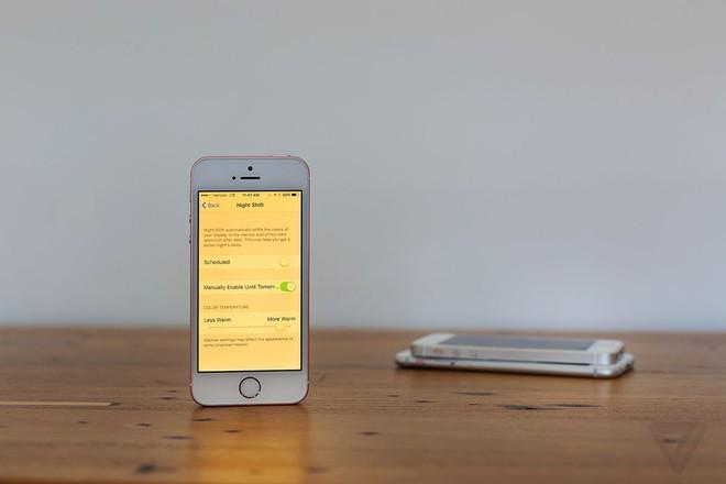 Nghiên cứu mới cho thấy tính năng Night Shift trên iPhone không giúp bạn ngủ ngon hơn - Ảnh 1.