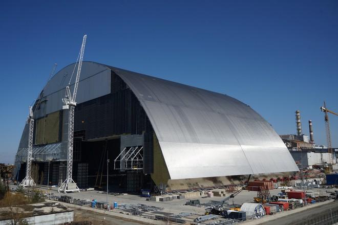 35 năm sau thảm họa, phản ứng hạt nhân âm ỉ trở lại ở lò phản ứng Chernobyl: Giống như than hồng trong lò nướng thịt - Ảnh 2.