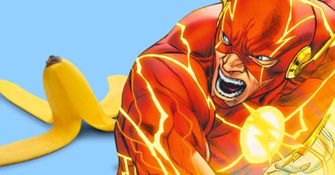 Nỗi sợ lớn nhất của Flash: Đang chạy thì trượt vỏ chuối, bay luôn ra ngoài Trái Đất - Ảnh 1.