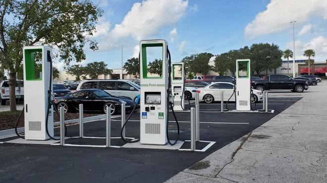 Chi phí sản xuất xe hơi điện sẽ rẻ hơn xe hơi chạy nhiên liệu hoá thạch vào năm 2027 - Ảnh 1.