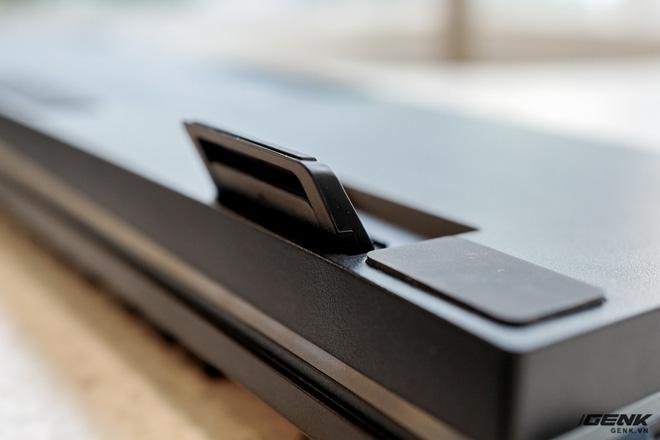 Mở hộp bàn phím cơ Razer Huntsman V2 Analog: Switch quang học, vòng chỉnh âm lượng, đệm tay cũng có cả đèn RGB - Ảnh 4.