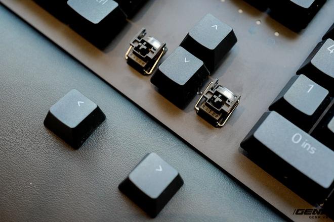 Mở hộp bàn phím cơ Razer Huntsman V2 Analog: Switch quang học, vòng chỉnh âm lượng, đệm tay cũng có cả đèn RGB - Ảnh 11.