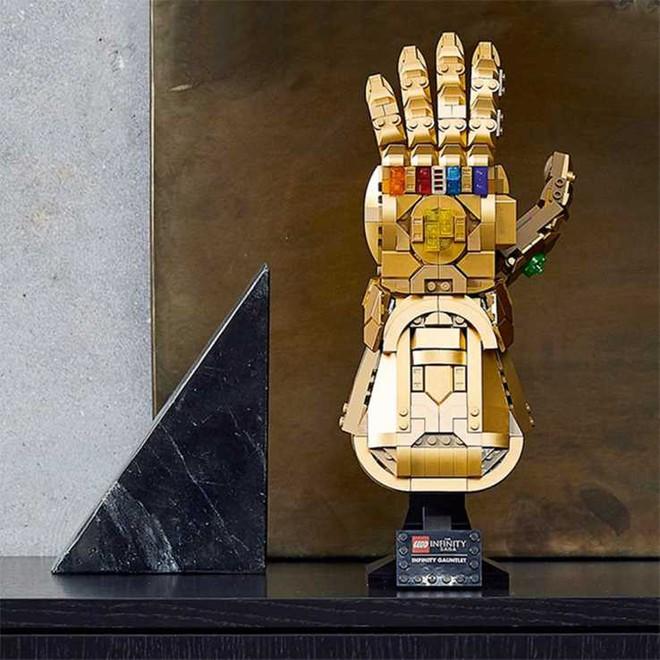 LEGO ra mắt mô hình Găng vô cực gồm 590 miếng ghép, có thể tạo hình búng tay tanh tách như Thanos, giá hơn 1,6 triệu đồng - Ảnh 3.
