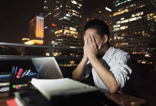 Bạn chọn tiền hay sức khỏe? WHO cảnh báo làm việc trên 8 tiếng/ngày khiến nguy cơ tử vong do đột quỵ tăng 35% - Ảnh 3.