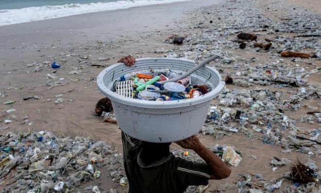Bạn có biết: Chỉ cần 20 công ty khổng lồ này đã sản xuất ra hơn một nửa rác nhựa dùng một lần trên toàn thế giới? - Ảnh 1.