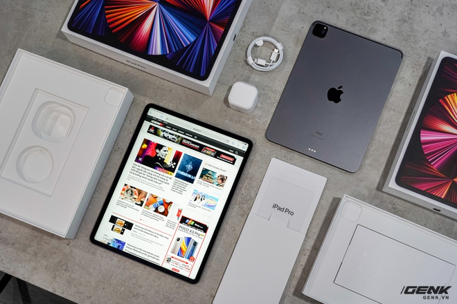 Mở hộp iPad Pro 2021: Ngoại hình không đổi, chip M1 mạnh mẽ, màn hình Mini LED trên bản 12,9 inch rất đẹp - Ảnh 3.