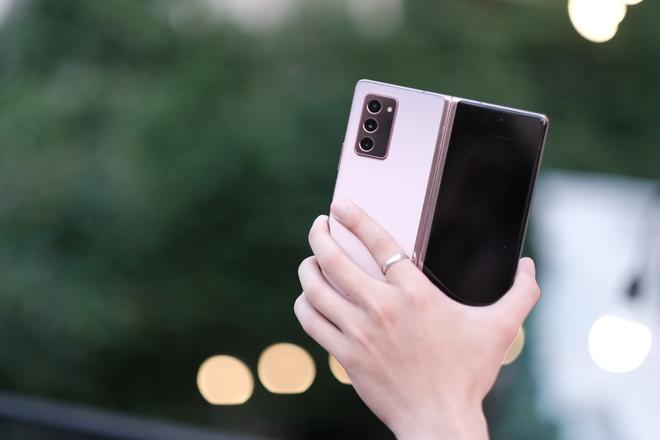 Siêu smartphone như Galaxy Z Fold2 có sức hút như thế nào? - Ảnh 1.
