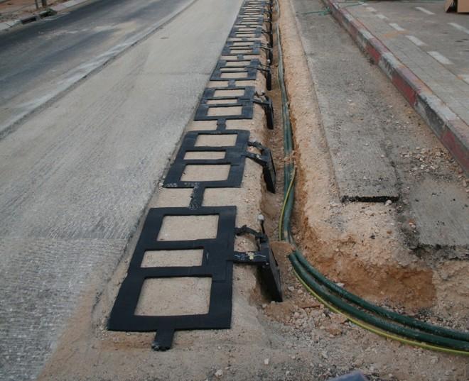 Công ty Israel bắt đầu thử nghiệm đường cao tốc tự sạc cho xe điện đầu tiên trên thế giới ở Ý - Ảnh 2.