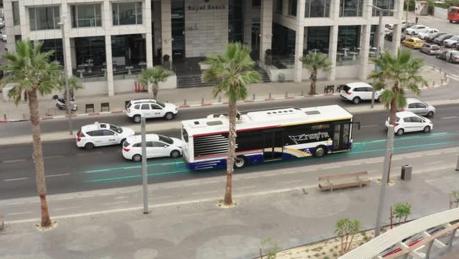 Công ty Israel bắt đầu thử nghiệm đường cao tốc tự sạc cho xe điện đầu tiên trên thế giới ở Ý - Ảnh 1.