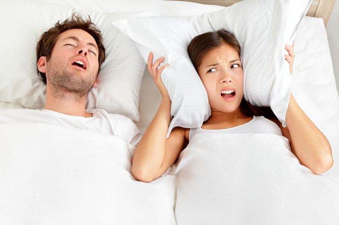Nghiên cứu cho thấy vợ chồng ngủ riêng giường sẽ tốt hơn cho sức khỏe và cả mối quan hệ - Ảnh 1.