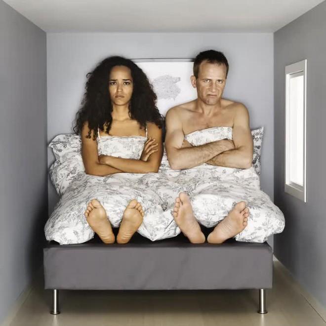 Nghiên cứu cho thấy vợ chồng ngủ riêng giường sẽ tốt hơn cho sức khỏe và cả mối quan hệ - Ảnh 4.