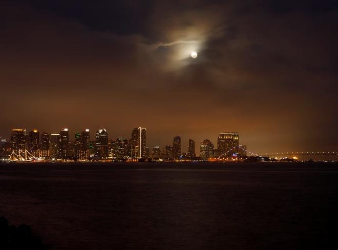 Những bức ảnh ngoạn mục nhất về sự kiện siêu trăng máu vừa diễn ra - Ảnh 4.