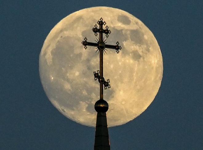 Những bức ảnh ngoạn mục nhất về sự kiện siêu trăng máu vừa diễn ra - Ảnh 6.