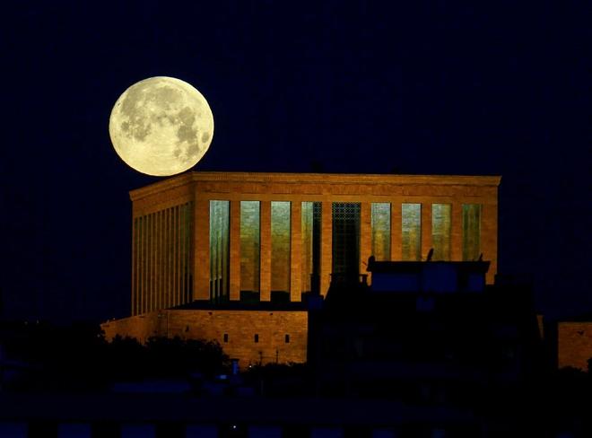 Những bức ảnh ngoạn mục nhất về sự kiện siêu trăng máu vừa diễn ra - Ảnh 7.