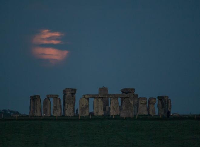 Những bức ảnh ngoạn mục nhất về sự kiện siêu trăng máu vừa diễn ra - Ảnh 8.