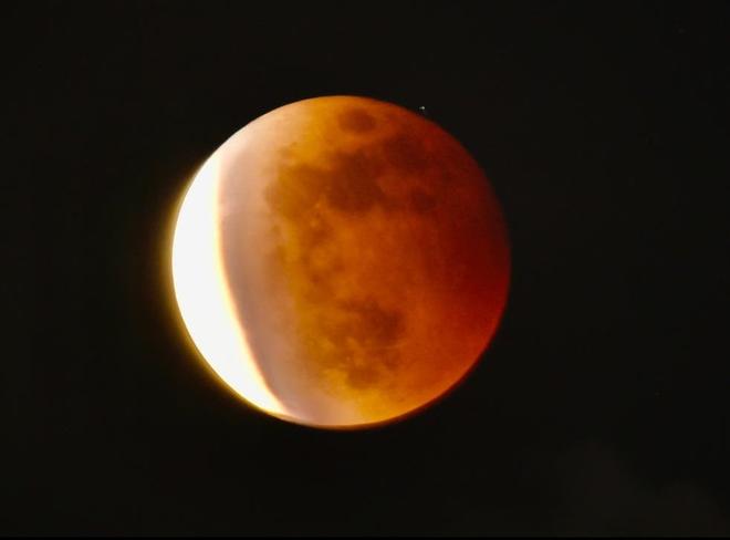 Những bức ảnh ngoạn mục nhất về sự kiện siêu trăng máu vừa diễn ra - Ảnh 11.