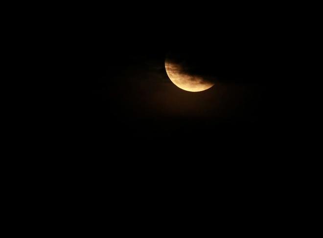 Những bức ảnh ngoạn mục nhất về sự kiện siêu trăng máu vừa diễn ra - Ảnh 12.