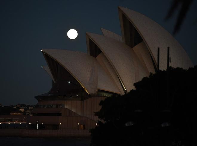 Những bức ảnh ngoạn mục nhất về sự kiện siêu trăng máu vừa diễn ra - Ảnh 14.