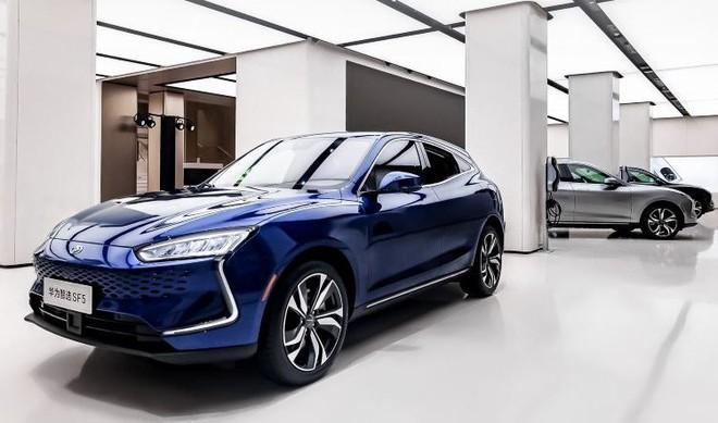 Thực tế doanh số bán xe điện Huawei: Đơn hàng nhiều tới không ngờ, mọi người chen lấn để được lái thử - Ảnh 1.