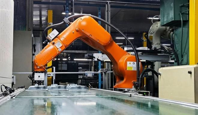 Con người dần vắng bóng tại các dây chuyền sản xuất Trung Quốc - Ảnh 1.