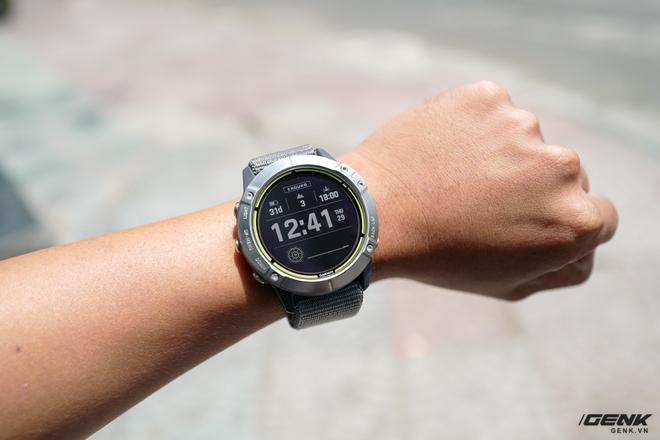 Trên tay Garmin Enduro: Mặt đẹp nhưng quá to so với người Việt, pin Mặt Trời dùng vô tư không ngại hết pin - Ảnh 1.