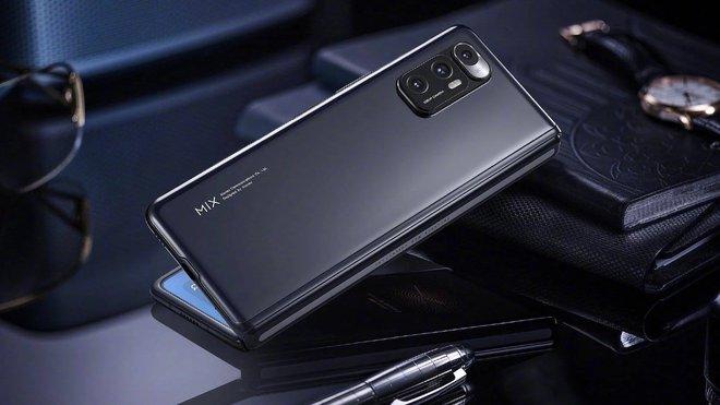 Xiaomi và OPPO chuẩn bị ra mắt smartphone màn hình gập giá rẻ để đánh bại Galaxy Z Fold của Samsung - Ảnh 1.