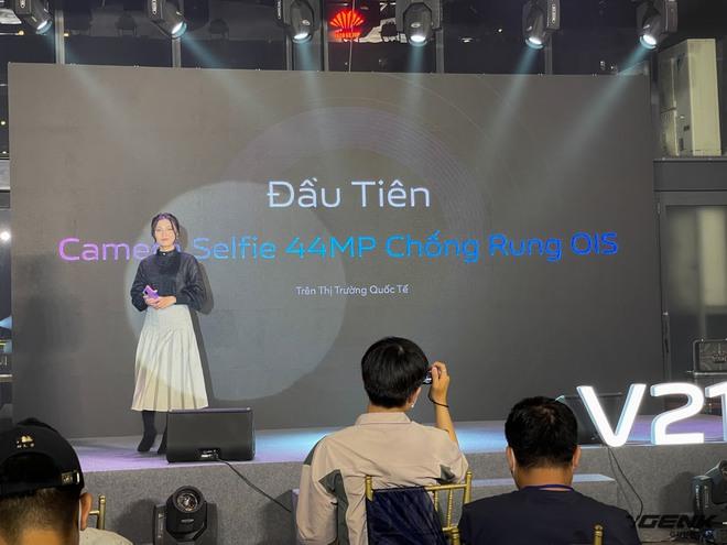 Cận cảnh Vivo V21 5G vừa ra mắt tại Việt Nam: Camera selfie 44MP chống rung OIS, có hai đèn flash trước để selfie đẹp hơn, mỏng chỉ 7,29mm, giá 9,99 triệu đồng - Ảnh 4.