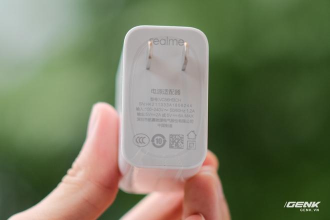 Trên tay Realme Q3 Pro: Màn hình AMOLED 120Hz, chip Dimensity 1100, camera 64MP, giá 6.2 triệu đồng - Ảnh 2.