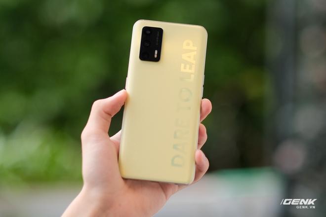 Trên tay Realme Q3 Pro: Màn hình AMOLED 120Hz, chip Dimensity 1100, camera 64MP, giá 6.2 triệu đồng - Ảnh 5.