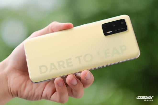 Trên tay Realme Q3 Pro: Màn hình AMOLED 120Hz, chip Dimensity 1100, camera 64MP, giá 6.2 triệu đồng - Ảnh 6.