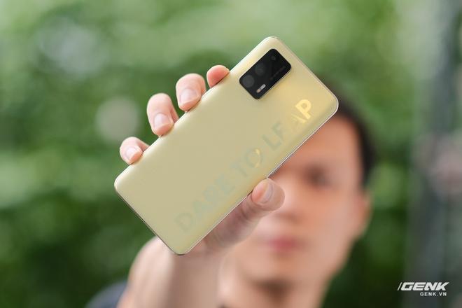 Trên tay Realme Q3 Pro: Màn hình AMOLED 120Hz, chip Dimensity 1100, camera 64MP, giá 6.2 triệu đồng - Ảnh 19.