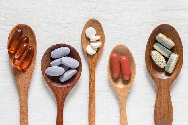 Omega-3, vitamin C, D hay kẽm có thể giúp bạn giảm nguy cơ mắc COVID-19? - Ảnh 1.