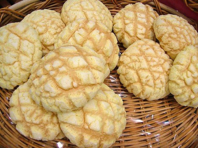 Người Nhật lại có thêm một sáng chế thú vị: Khẩu trang làm từ những chiếc bánh mì dưa gang - Ảnh 2.